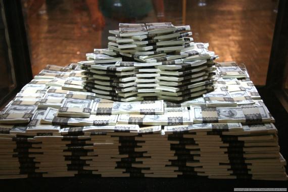 Také byste chtěli mít takovou hromadu peněz? Co půjčit peníze na směnku?