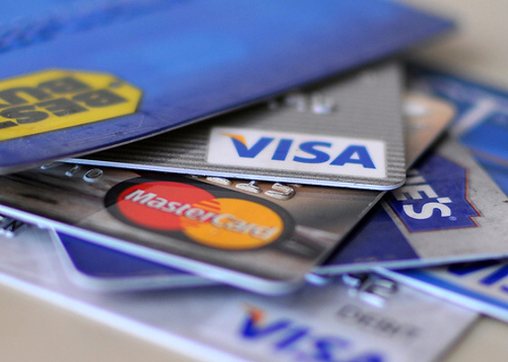 Kreditní karta je dobrý sluha, ale zlý pán. Pozor abyste vy ovládali svoji kartu a ne ona vás.